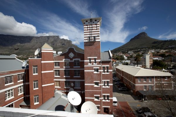 Longkloof Studios opp Lifestyle On Kloof CBD