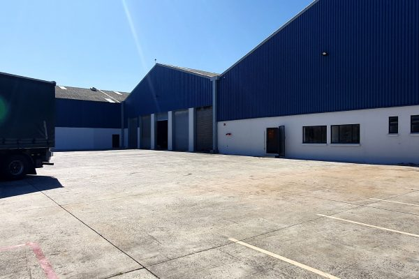 3,200m² - Warehouse with offices to let in Montague Gardens
