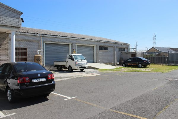 600m² - Ground floor commercial / light ind space to let off Berkley Road Maitland
