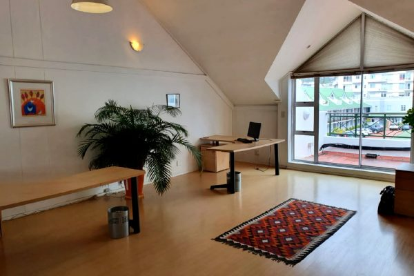 92m² - 1st floor Roeland Square Office / Studio  with 2 parking bays
