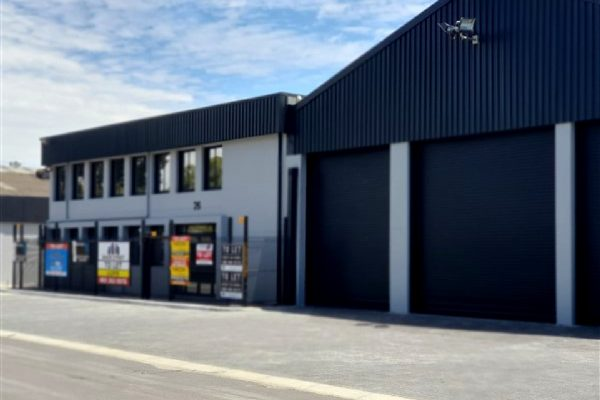 1,770m² - Warehouse/workshop space to let in Parow