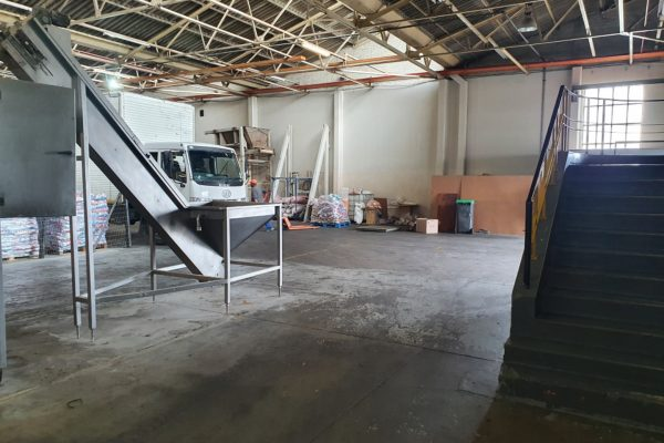 4000m² - Warehouse/storage/manufacturing in Blackheath