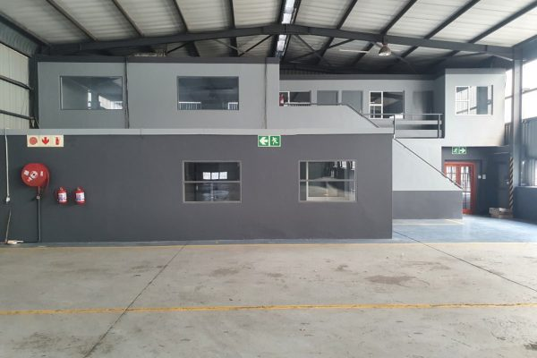 915m² - Warehouse/ Distribution Centre to let in Airport Industria